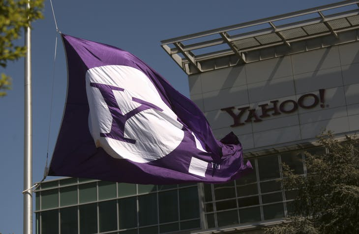 The Yahoo logo is shown at the company's headquarters in Sunnyvale, California April 16, 2013. The company will release its quarterly results on Tuesday. REUTERS/Robert Galbraith  (UNITED STATES - Tags: BUSINESS) - RTXYO3N
