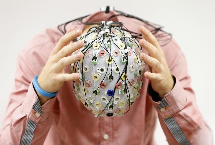 Test person Niklas Thiel poses with an electroencephalography (EEG) cap which measures brain activity, at the Technische Universitaet Muenchen (TUM) in Garching near Munich September 9, 2014. The researchers from TUM and the Technische Universitaet Berlin (team Phypa) try to find ways to control an airplane with computer translated brain impulses without the pilot touching the plane's controls. The solution, if achieved, would contribute to greater flight safety and reduce pilots' workload. Picture taken September 9, 2014.    REUTERS/Michaela Rehle (GERMANY - Tags: SCIENCE TECHNOLOGY SOCIETY TPX IMAGES OF THE DAY) - RTR45SGU