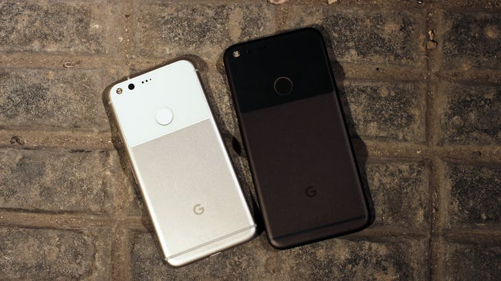 ▲左為 Google Pixel,右為 Pixel XL,photo credit: Maurizio Pesce on Flickr。