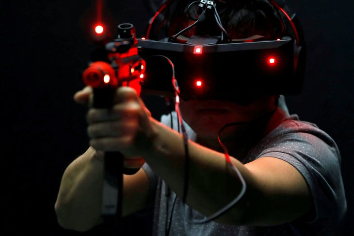 A visitor tries out an Acer StarVR headset during the annual Computex computer exhibition in Taipei, Taiwan May 30, 2017. REUTERS/Tyrone Siu     TPX IMAGES OF THE DAY - RTX38AOF