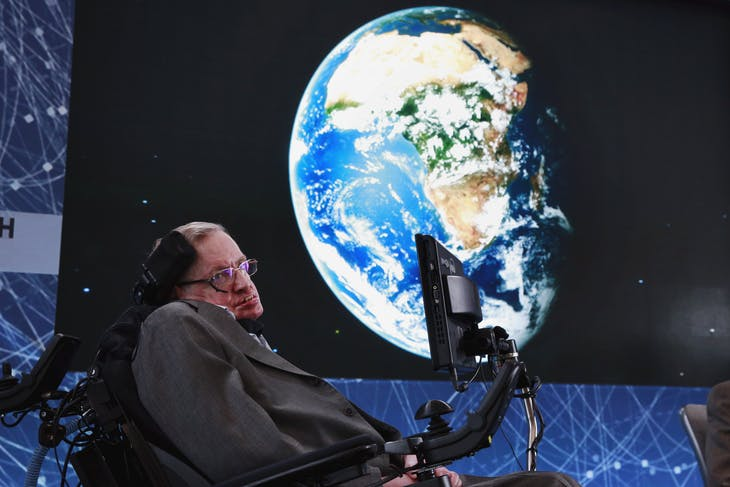 Physicist Stephen Hawking sits on stage during an announcement of the Breakthrough Starshot initiative with investor Yuri Milner in New York April 12, 2016. REUTERS/Lucas Jackson      TPX IMAGES OF THE DAY      - GF10000380227