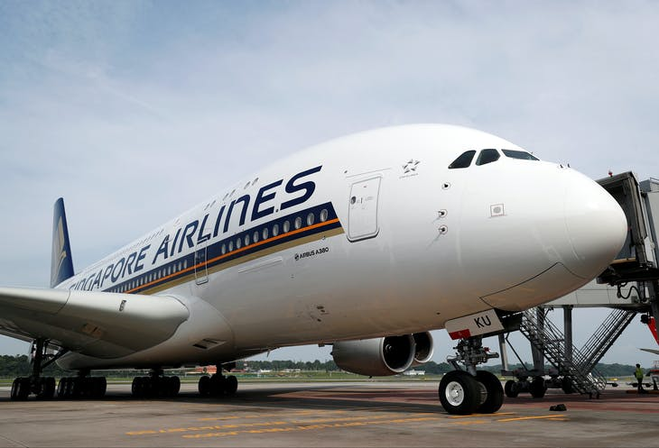 A Singapore Airlines' A380 fitted with newly launched cabin products arrives at Changi Airport in Singapore December 14, 2017. REUTERS/Edgar Su - RC1DC2C26F00