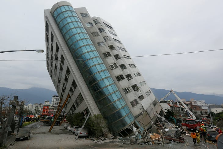 Rescue workers are seen by a damaged building after an earthquake hit Hualien, Taiwan February 7, 2018.  REUTERS/Stringer  ATTENTION EDITORS - THIS IMAGE WAS PROVIDED BY A THIRD PARTY. CHINA OUT.     TPX IMAGES OF THE DAY - RC1ECB9464B0