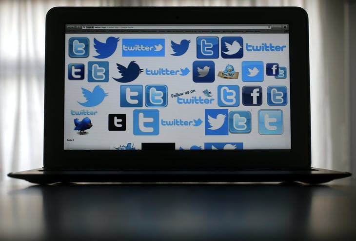 An illustration picture shows Twitter logos on a computer screen in Frankfurt, October 21, 2013. REUTERS/Kai Pfaffenbach (GERMANY - Tags: SCIENCE TECHNOLOGY BUSINESS TELECOMS MEDIA SOCIETY) - BM2E9AL1BRI01